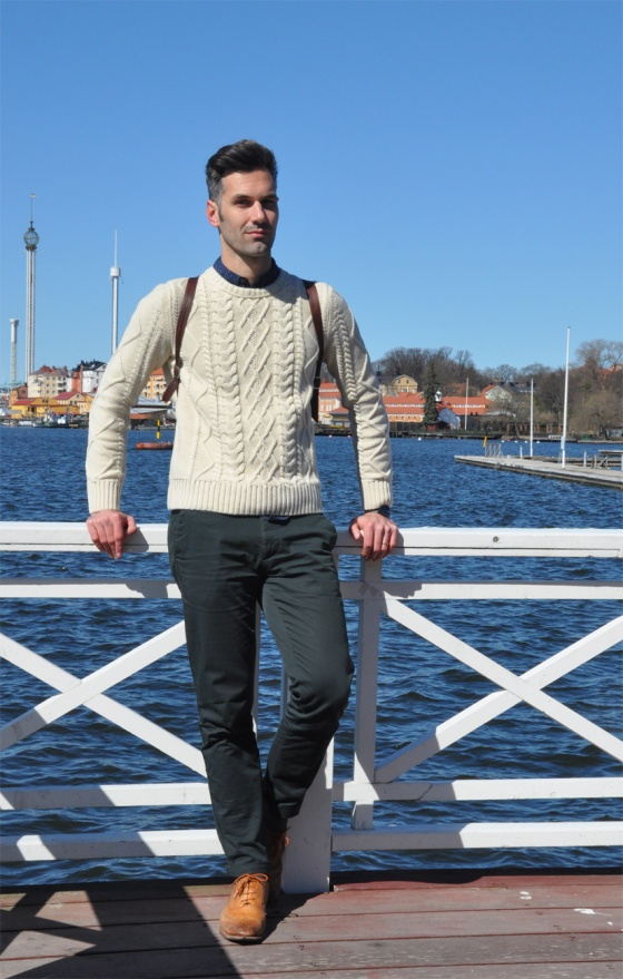 Fitting room, El Probador, Over the Stockholm water, Stockholm city, Djugarden, Prins Eugens Waldemarsudde, pier, Carles, trends, lookbook, Jersey, camisa, shirt, H&M Conscious, boat, Post 5, green pants, leather bag, PimPamMate