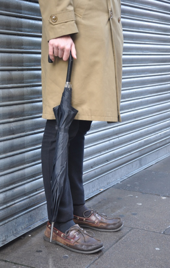 Made in London, Street style, Ready for rain, coat, umbrella, loafers, long hair, Brick Lane, Sitalfields market, autralian guy, trends, winter, fashion blogger, UK, PimPamMate