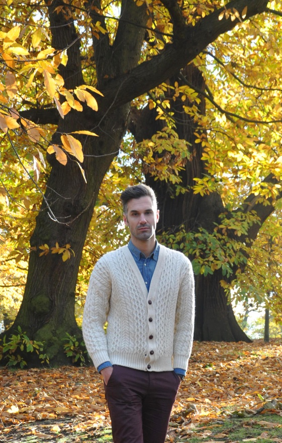 Fitting room, The leaf fall, Greenwich park, London, UK, Winter, Look book, Carles, trends, fashion blogger, man, Vintage cardigan, Scotland wool, denim shirt, maroon pants, brown shoes, Zara, He by Mango, Brick Lane market, H&M, PimPamMate