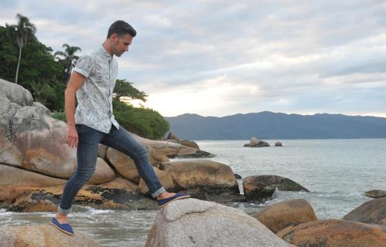 Fitting room, Dragonfly, Brazil, Florianópolis, Jurerê Internacional, Praia do Forte, Carles, look book, trends, shirt, tropical print, libélula, skinny jeans, C&A, Pull&Bear, jumping, beach, jungle, fashion blogger, PimPamMate