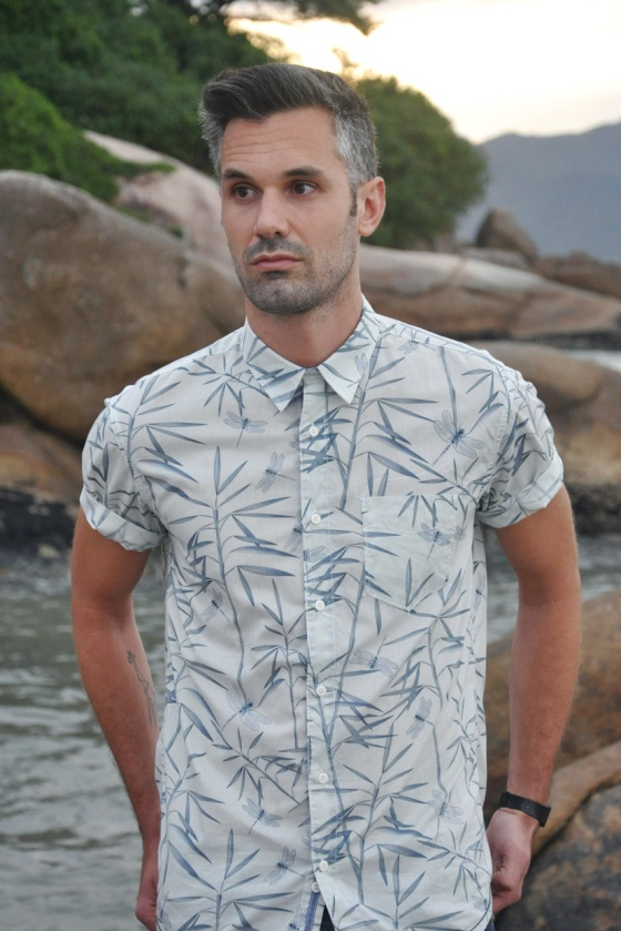 Fitting room, Dragonfly, Brazil, Florianópolis, Jurerê Internacional, Praia do Forte, Carles, look book, trends, shirt, tropical print, libélula, skinny jeans, C&A, Pull&Bear, jumping, beach, jungle, fashion blogger, PimPamMate